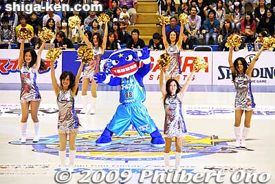 Lakestars cheerleaders in a new outfit.