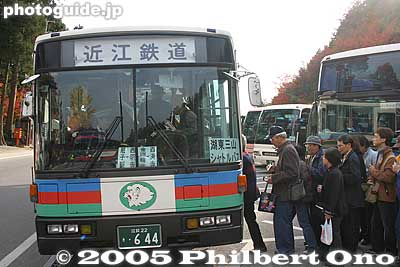 Autumn foliage shuttle bus